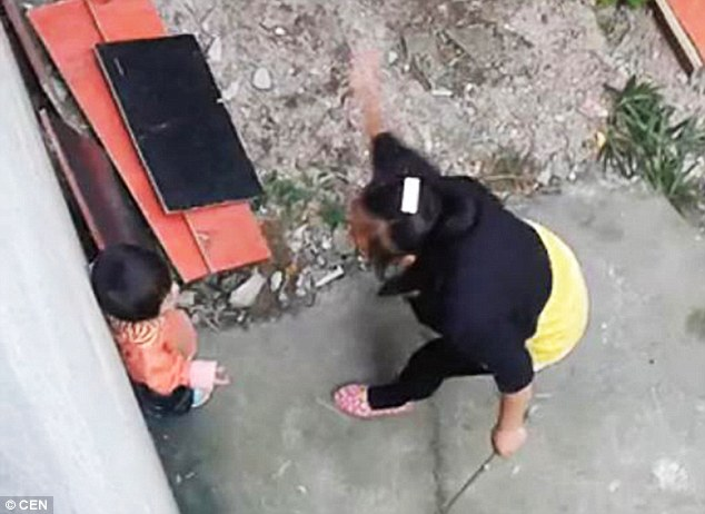 1413821760453_wps_67_Pic_shows_Woman_brutally_
