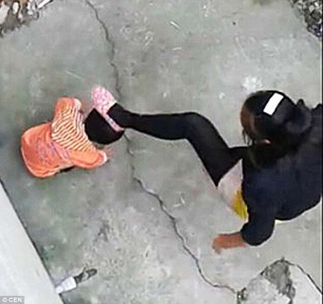 1413821928279_wps_70_Pic_shows_Woman_brutally_
